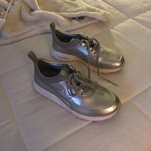 silver nike thea air max